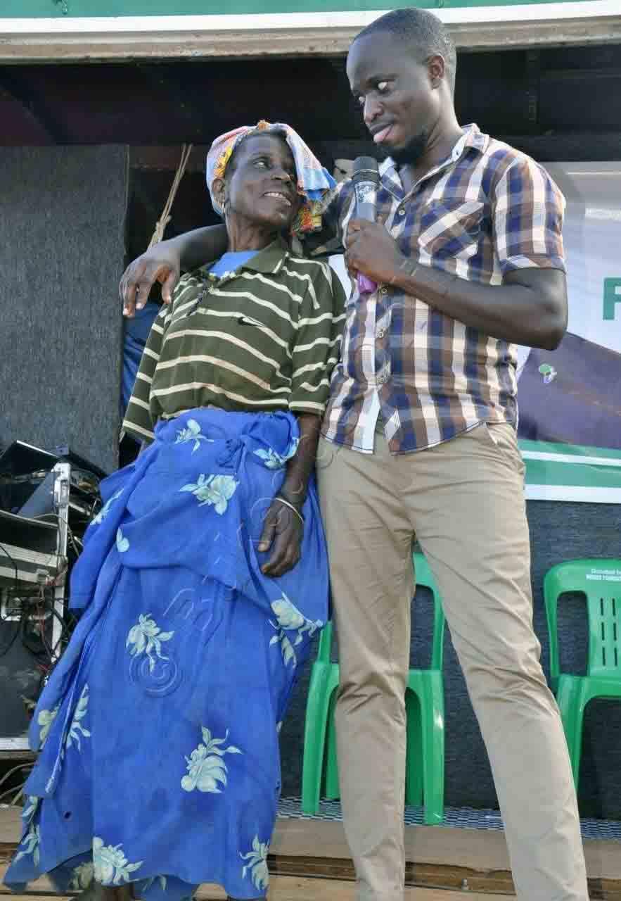 Omusawo Mbidde Nga Yeemoola N'omuvubuka