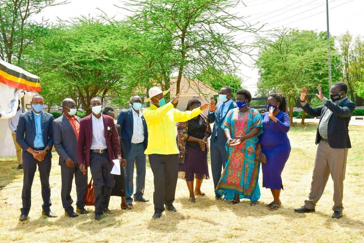 Pulezidenti Museveni Ng'asiibula Abeemulugunya Ku Pasita Siraje.