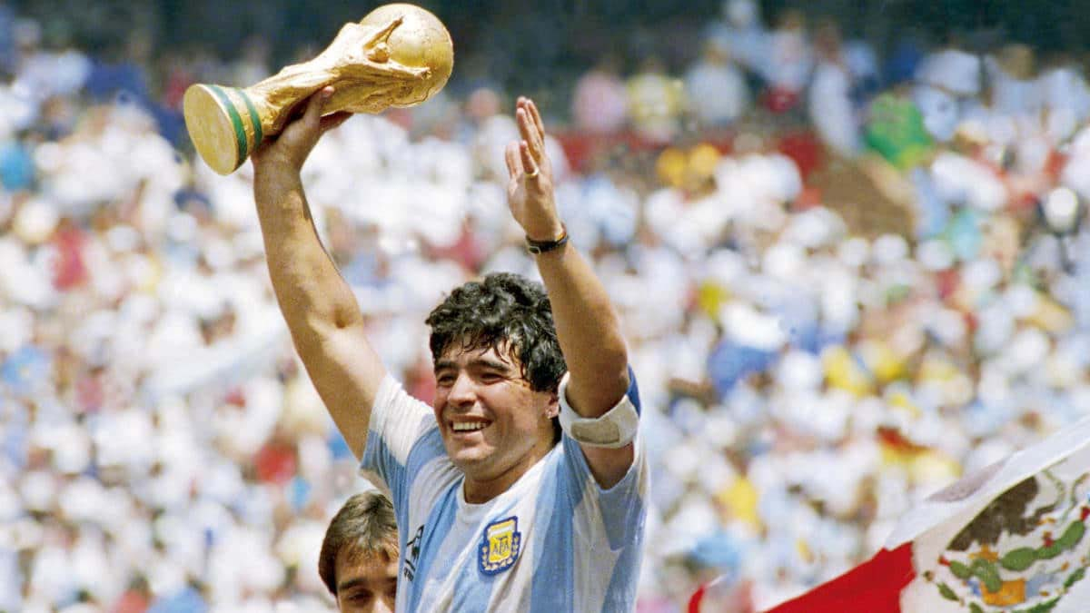 Maradona Ng'akutte Ekikopo Kye Baawangula Mu World Cup.