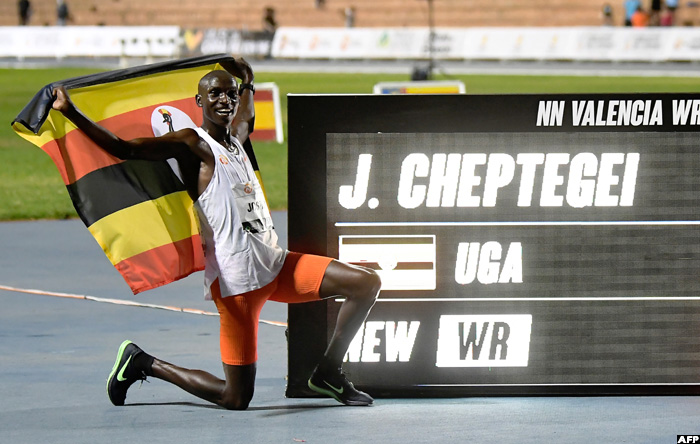 A 15-year-old 10,000m world record finally broken!