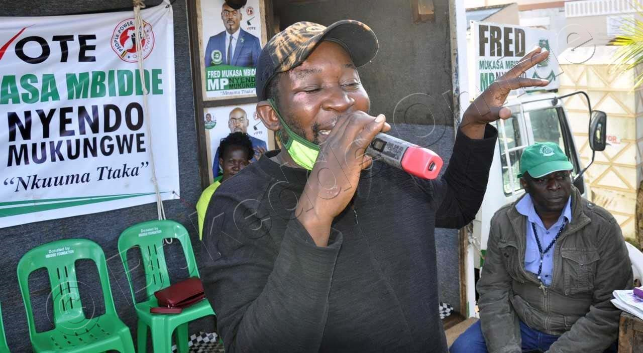Kasasa Ng'ayimba Mu Lukungaana Lwa Mbidde