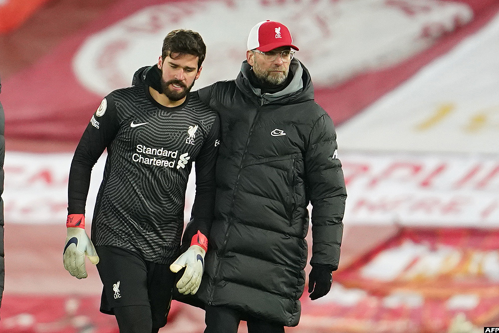 Liverpool's manager Jurgen Klopp with  goalkeeper Alisson Becker after their defeat against Burnley on Thursday