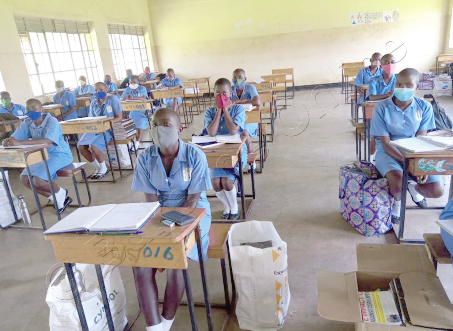 Abayizi Ba Wanyange Girls' School Nga Batudde Beesudde Amabanga Mu Kibiina.