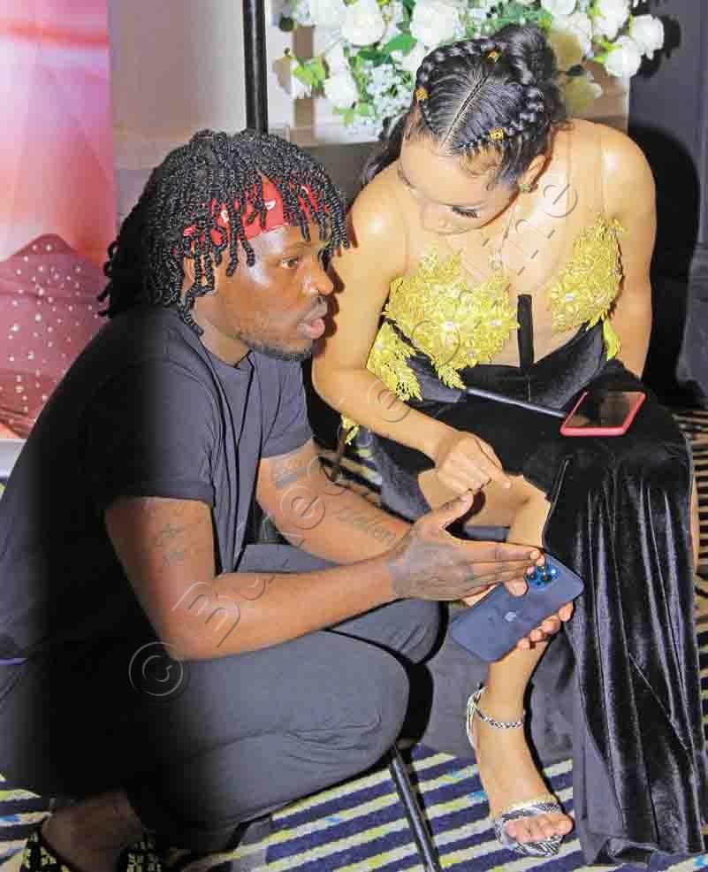 Abryanz (ku Kkono) Ng'awayamu Ne Munywaanyi We.