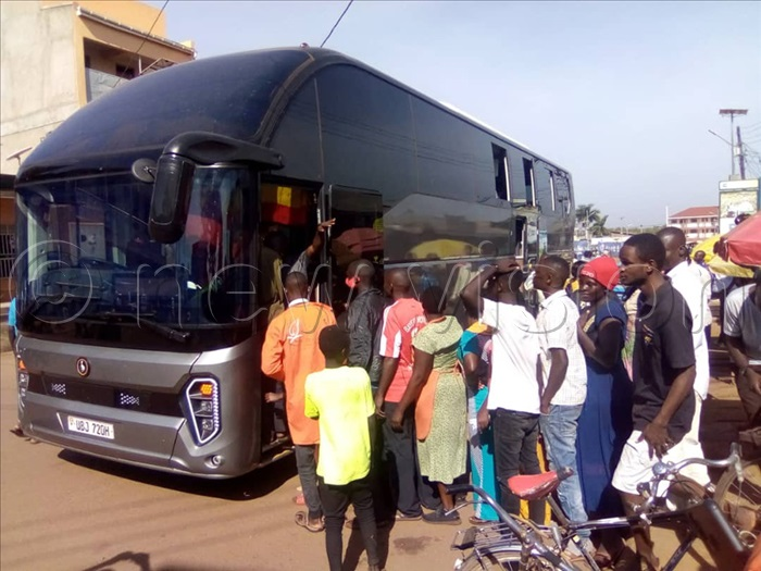 Hundreds of residents were seen struggling to enter the bus and have optical nutrition or prove if the bus had the toilets and showers inside. Photos by Paul Watala