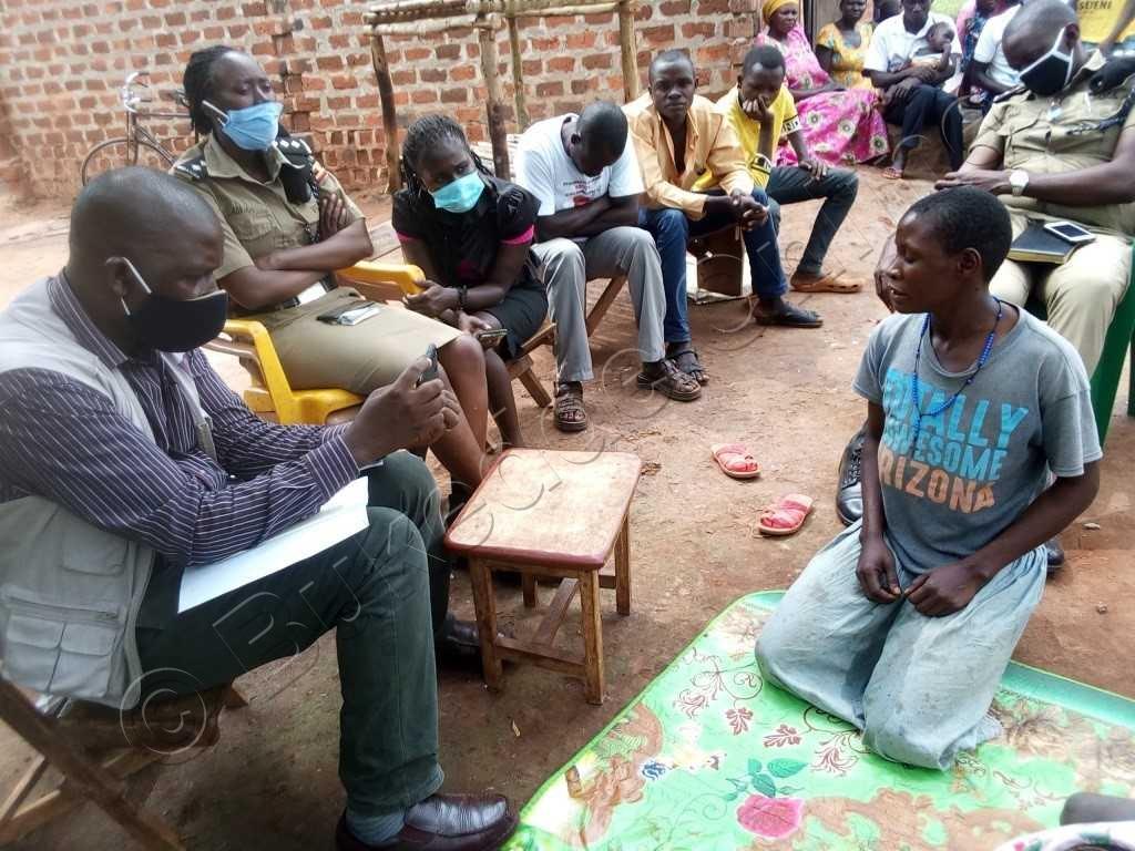 Namulindwa Ng'annyonnyola Abakulu Mu Lukiiko.