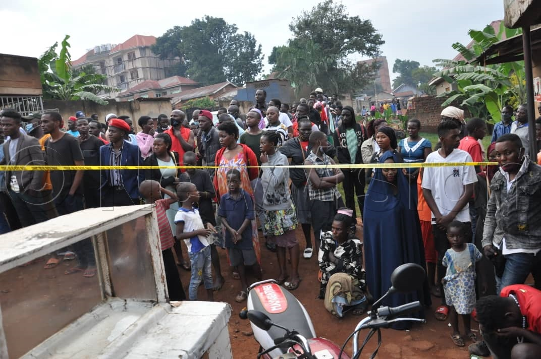 Neighbours gathering around the collapsed building in Makindye. Photos by Ponsiano Nsimbi