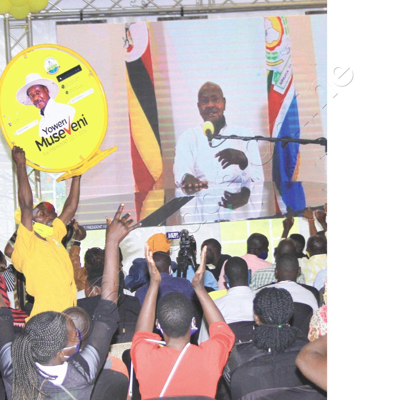 Abavubuka Nga Bawuliriza Museveni.