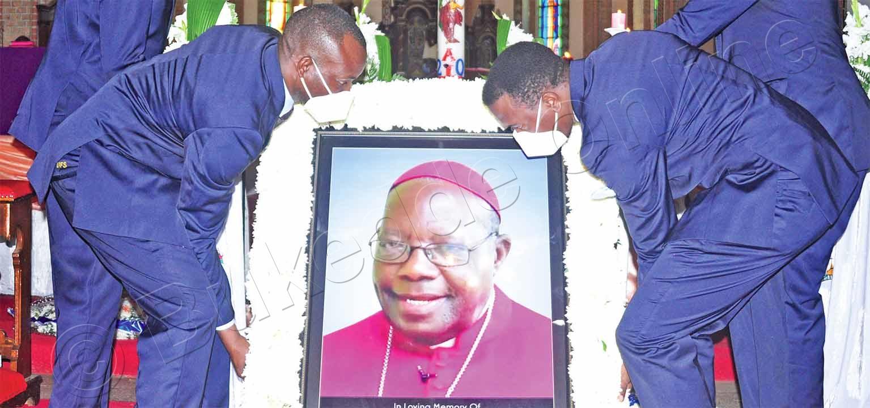 Aba Funeral Service Nga Basitudde Ekifaananyi Ky'omusumba Kaggwa.