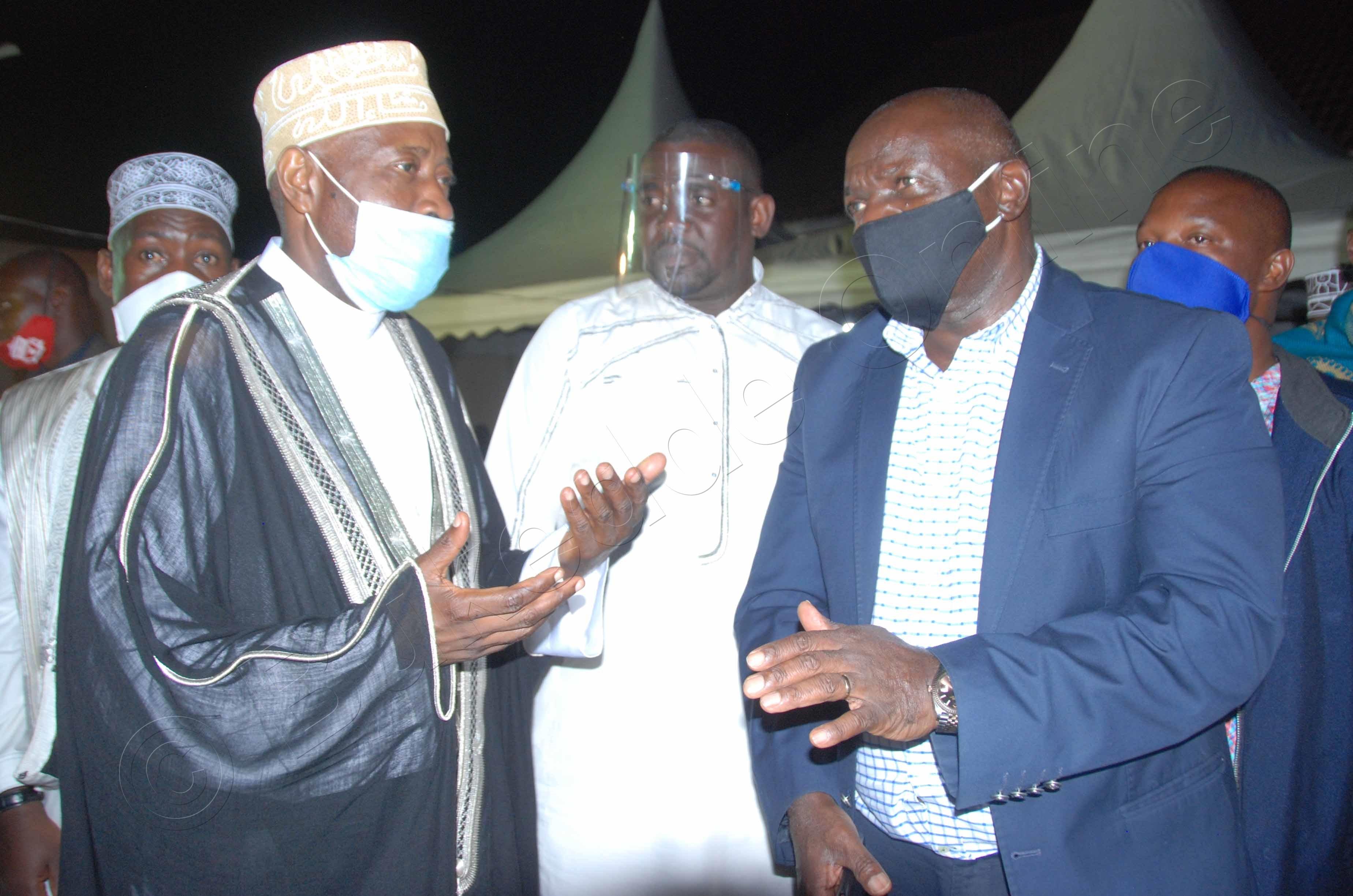 Mufuti Ndirangwa Ne Gen Katumba Wamala Ku (ddyo).